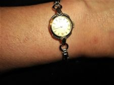 VINTAGE COLLECTABLE LADIES TISSOT WATCH EXPANDING STRAP GOLDTONE FACE WORKING